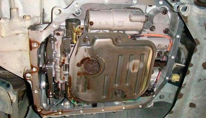 Трансмиссионное масло в АКПП Тойота выполняет сразу несколько важнейших функций