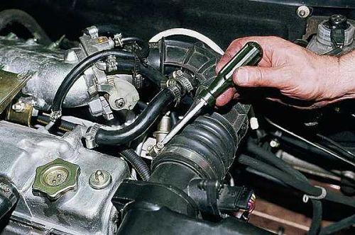 Почему глохнет двигатель на холостых оборотах