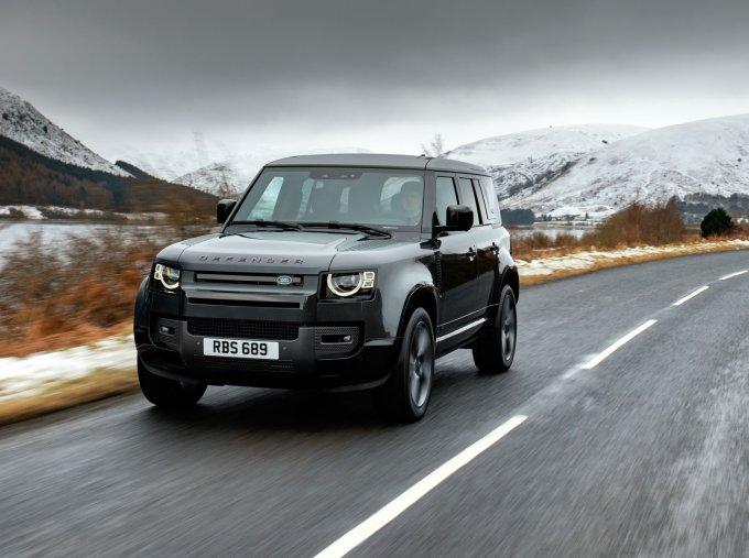Мощный Land Rover Defender V8: в России от 9.071.000 руб.