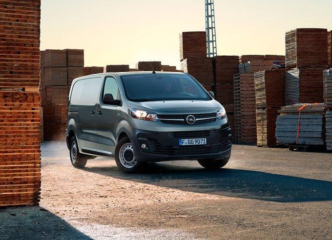 Фургон Opel Vivaro с «автоматом» стал доступен в России
