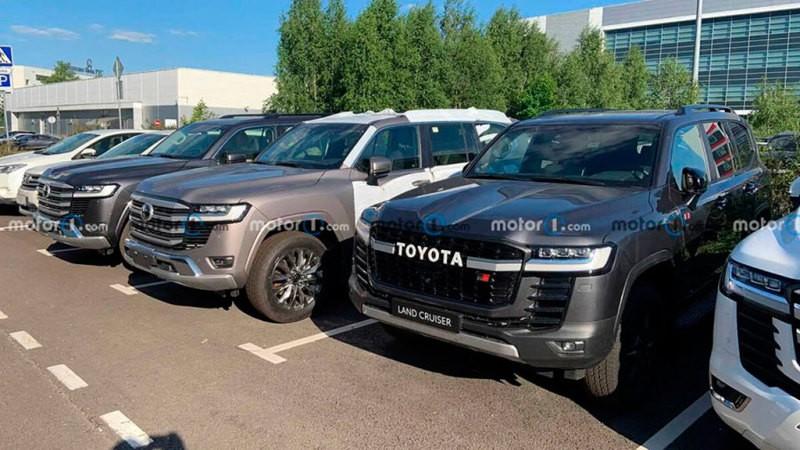 Новый Toyota Land Cruiser 300 GR Sport заметили в Москве