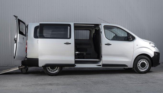 Peugeot Expert получил исполнения для перевозки людей с ограниченными возможностями