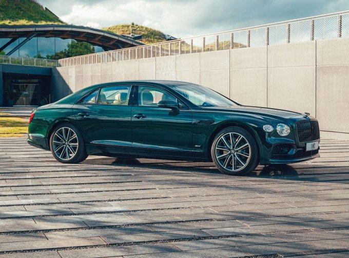 Роскошный седан Bentley Flying Spur получил гибридную модификацию