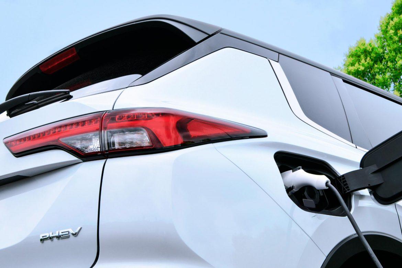 Гибридный Mitsubishi Outlander PHEV нового поколения появится в 2022 году