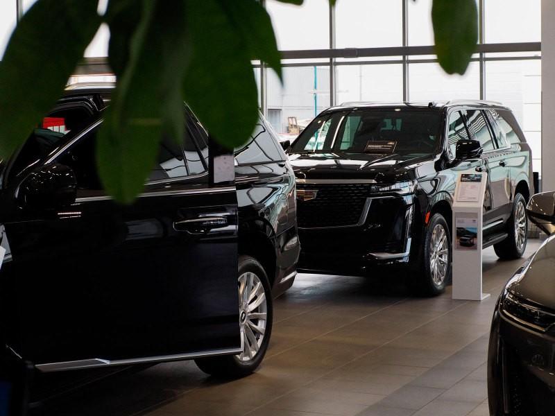 Новые Cadillac Escalade и Chevrolet Tahoe появились у российских дилеров